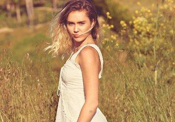 Miley Cyrus Instagram'ını tamamen kararttı