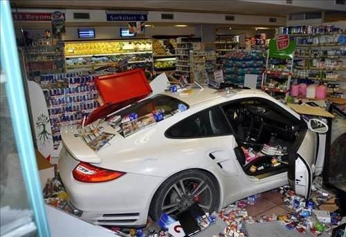 Beşiktaş'ta Porsche ile markete girdi
