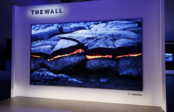 SAMSUNG THE WALL İSİMLİ MİCROLED TV'SİNİ TANITTI