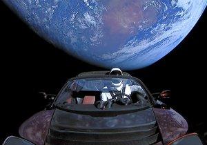 Uzaydaki arabanın Dünya'ya çarpma ihtimali %6!