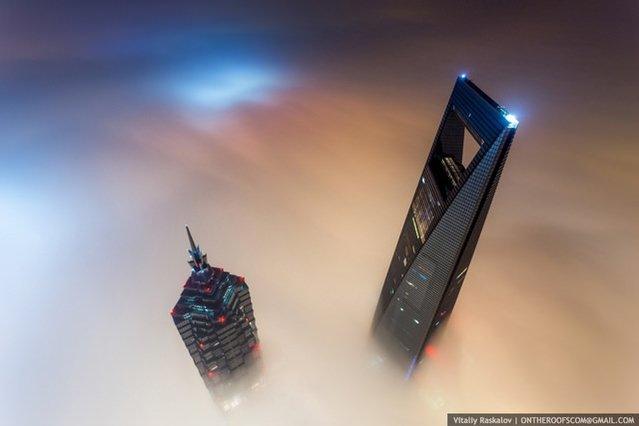 Şangay Kulesi'ne kaçak tırmanan Ruslardan çarpıcı fotoğraflar