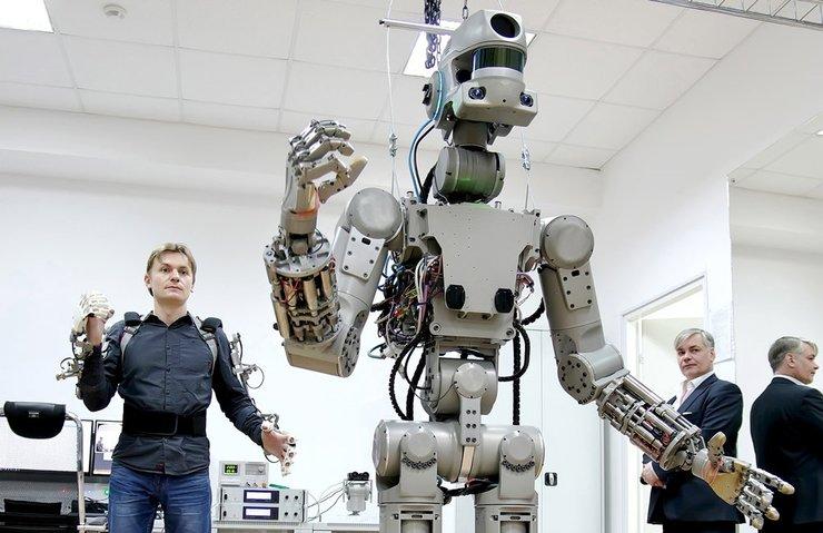 TERMİNATÖR'DEN ESİNLENEREK YAPILAN RUS ROBOT FEDOR İLE TANIŞIN!