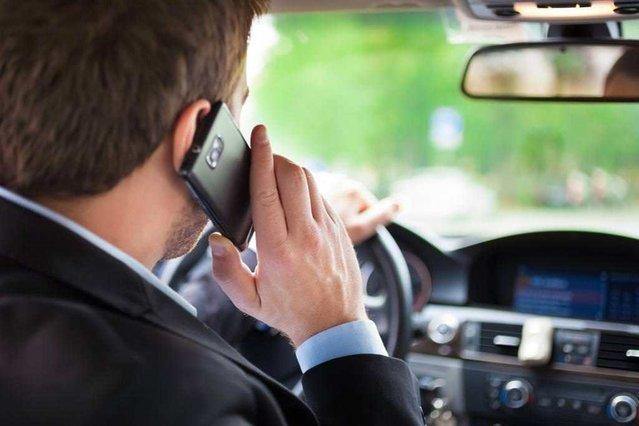 Araç kullanırken telefonla konuşmanın riskleri neler?