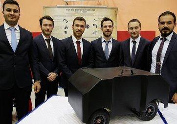 Askerler için yük taşıyabilen otonom robot ürettiler