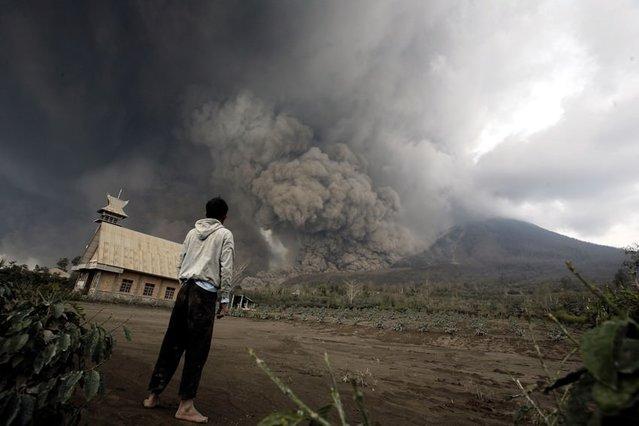 Endonezya'daki ölümcül yanardağ patlamasından 10 korkutucu fotoğraf