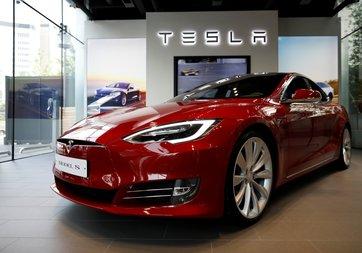 Tesla Model S alevler içinde kaldı!