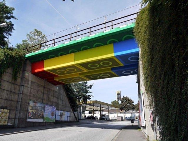 Almanya'da dev Lego köprü