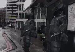 Robot askerler sokakta dolaştı!