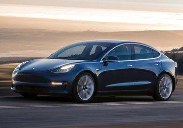Tesla Model 3 ile rekor yolculuk yaptılar