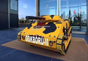 Üniversite öğrencileri elektromanyetik fırlatıcılı mini tank geliştirdi