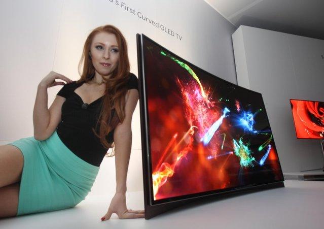 Samsung, dünyanın ilk kavisli Oled TV'sini CES 2013'te tanıttı