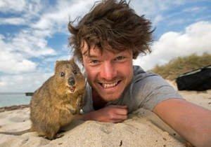 Ülke ülke dolaştı, hayvanlarla selfie çekti