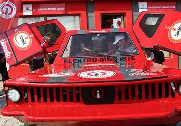 Üniversite öğrencileri dört çeker elektrikli otomobil geliştirdi