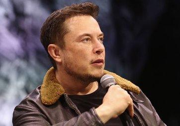 Elon Musk'tan uçan araçlar için 'giyotin' benzetmesi