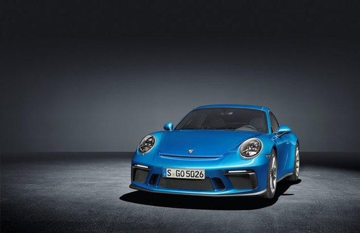 Porsche iki modelinin dünya prömiyerini gerçekleştirdi