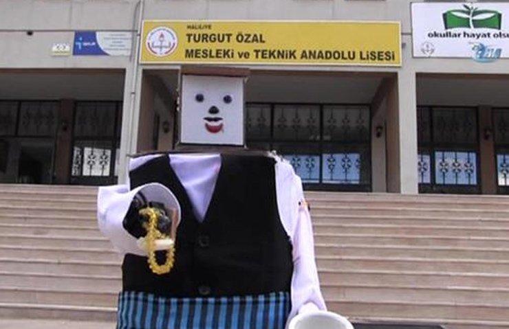 LİSELİ GENÇTEN TESBİH ÇEKEN ROBOT!