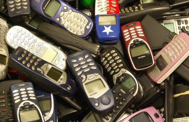 'AKILSIZ' TELEFONLARA HALA İLGİ BÜYÜK