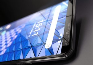HTC R-Series tam ekrana sahip