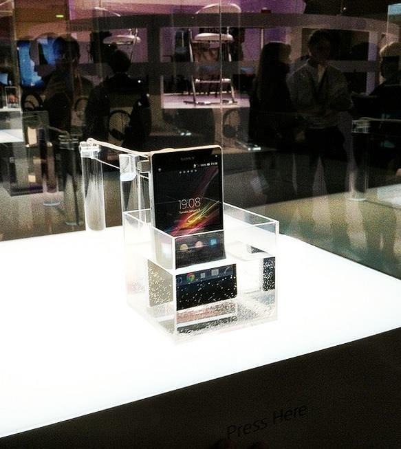 Sony Xperia Z, CES 2013'te suyun içinde