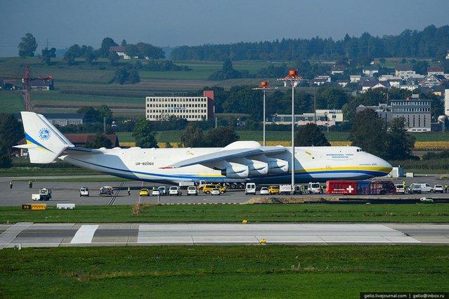 Dünyanın en büyük uçağının 32 etkileyici fotoğrafı