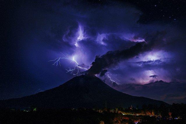 Aktif Sinabung Yanardağı'ndan büyüleyici görüntüler