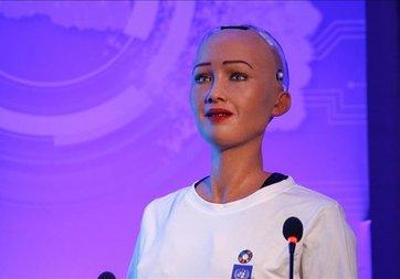 Robot 'Sophia' bir dil daha öğrendi