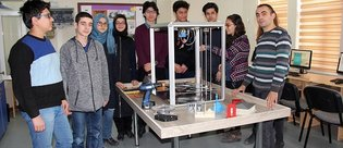 Lise öğrencileri büyük boyutta 3D yazıcı üretti