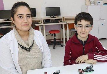 Görme engelliler için 'engel algılama cihazı' geliştirdi