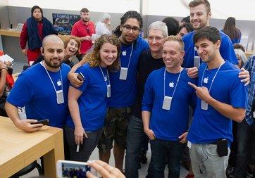 Apple çalışanları tüm gün ayakta...
