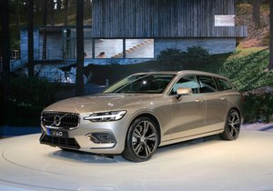 Yeni Volvo V60 Cenevre'de tanıtılıyor