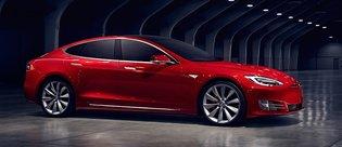 Tesla Model S'in ön bagajı anahtarsız açılıyor